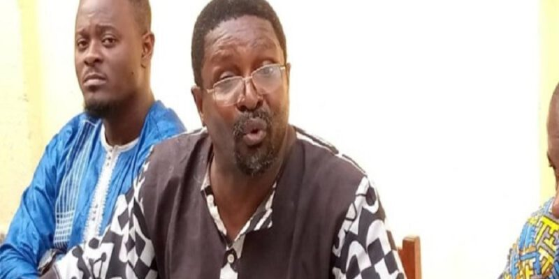 """Faudrait-il interdire les débats médiatiques au Cameroun? Devrait-on mettre un gendarme derrière chaque panéliste pour assurer sa sécurité? Qui a intérêt à mettre fin à la vie de chaque intervenant """"gênant""""? Autant de préoccupations que se posent plus d'un, depuis l'agression d'Elimbi Lobe. L'homme"""