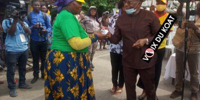 Journée Mamie Lucia : le programme qui magnifie la Bayam-sellam L'honorable Fandja Gabriel est descendu dans des marchés de Douala 4ème ce mercredi 18 novembre 2020, apporter son soutien aux commerçantes.