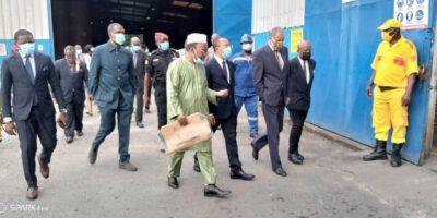 Gabriel Dodo Ndocke, ministre des mines et de l'industrie et du développement technologique (Minimdt) a visité les locaux de la Société Camerounaise de cartonnages et de fournitures du matériel scolaire et de bureau (Socarto S.A)
