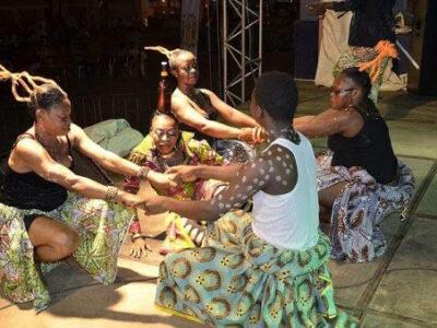 Du 22 décembre 2020 au 2 janvier 2021, le festival Douala Fiesta se déroulera simultanément sur 4 des 6 arrondissements de la ville de Douala.