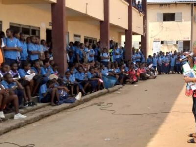 La campagne contre la traite et le trafic des êtres humains se poursuit sur l'étendue du territoire. Une délégation constituée du personnel de l'Oim et des affaires sociales était