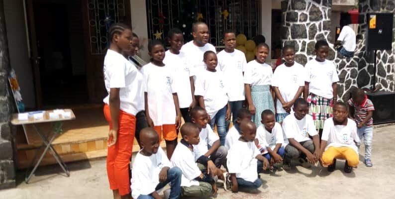 Près de 60 enfants ont bénéficié des largesses de cette association chrétienne au cours d'une cérémonie de l'arbre de Noël qui a eu lieu le 19 décembre dernier à Douala.