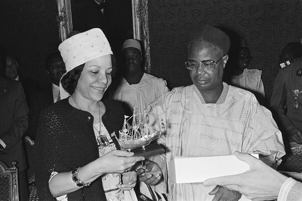 L'ancienne première dame du Cameroun, Germaine Habiba Ahidjo, a rendu l'âme à Dakar au Sénégal dans la nuit du 19 au 20 avril 2021. L'épouse du Premier président
