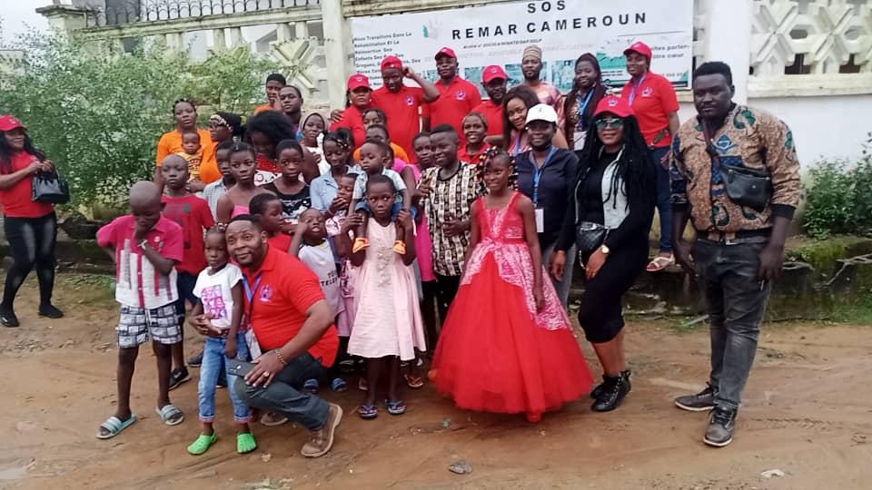 e passage des Bénévoles en aides humanitaires juridiques et judiciaires(Bahuj) à l'orphelinat Remar Cameroun