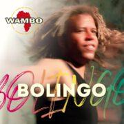 L'amour pour le Congo raisonne au fond du cœur de Wambo. Le chanteur et percussionniste camerounais célèbre la fraternité