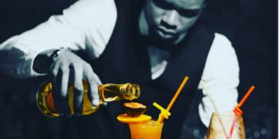Joachim Francis Wise Ongolo, bartender ou du moins barman