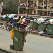 Depuis deux jours, ils observent un arrêt de travail, ce qui a plongé les villes de Douala et Yaoundé dans une insalubrité à quelques semaines du coup d'envoi de la Can au Cameroun